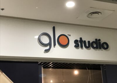 Интерьерная вывеска GLO Studio
